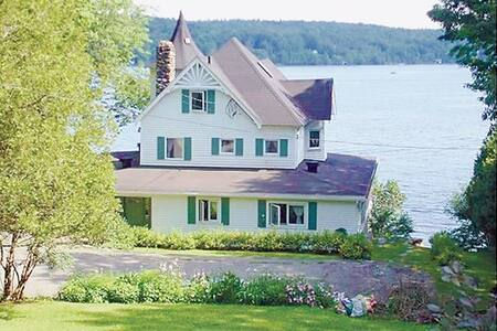 Ostentatious House, waterfront view - North Hatley - House