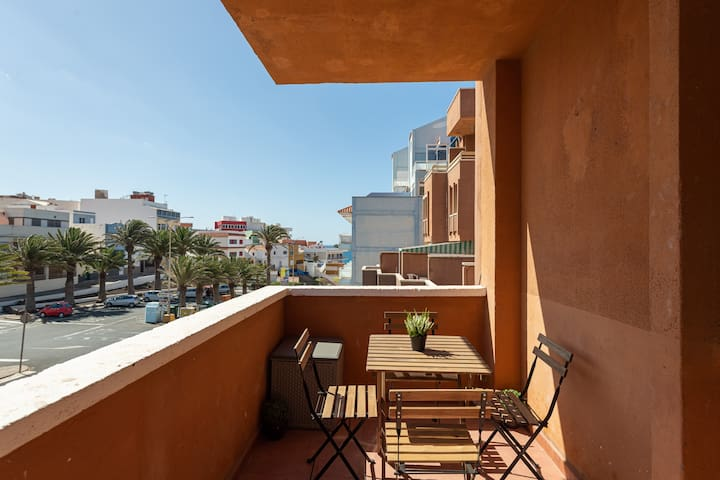 Bright Terrace Apartment 2 min from the Beach