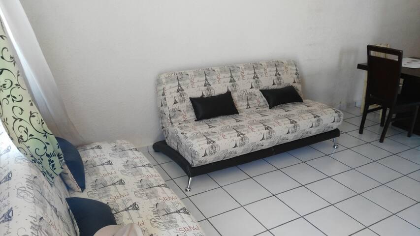 Contamos con dos Sofa camas para una persona cada uno, son muy cómodos y tenemos sabanas y almohadas.