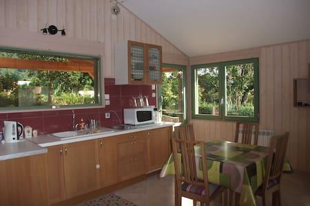 Petite maison bois mitoyenne - La Baume-d'Hostun - Hus