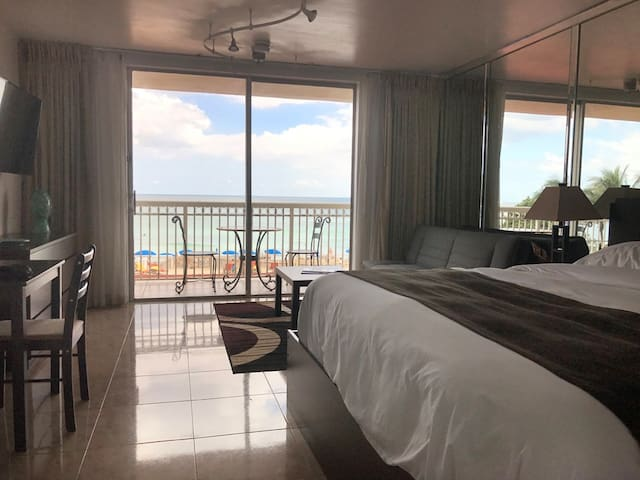 OCEANFRONT STUDIO RIGHT ON THE BEACH! - Sunny Isles Beach