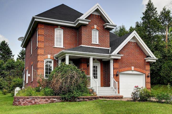 Magnifique maison à la montagne - Lac-Beauport - Casa