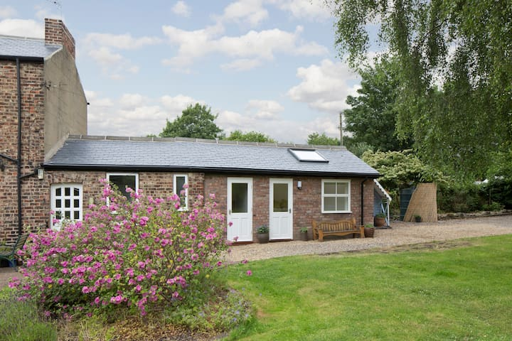 Self-contained modern studio - York