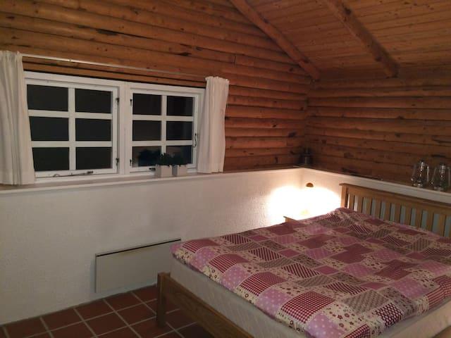 Soveværelse med 3 skabe