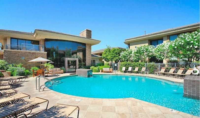 ***Scottsdale Luxury Living at its finest!***
