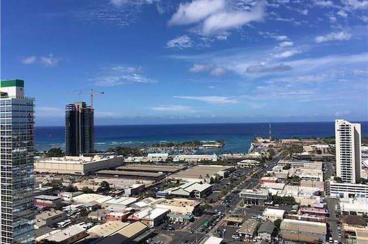 Great highrise view in condo near Waikiki!
