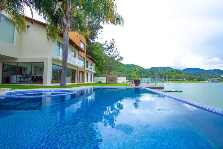 Exclusive House W/ Pool, Jacuzzi and Private Dock