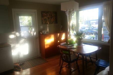 Maison chaleureuse et dynamique avec grande cour - Joliette