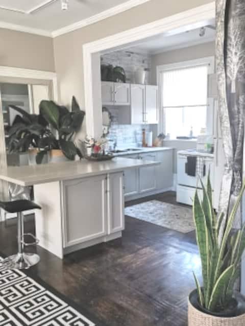 Chic & Modern Apartment Near Prince Edward County