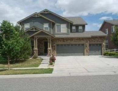Spacious home near Buckley AFB and Denver Airport! - Casa