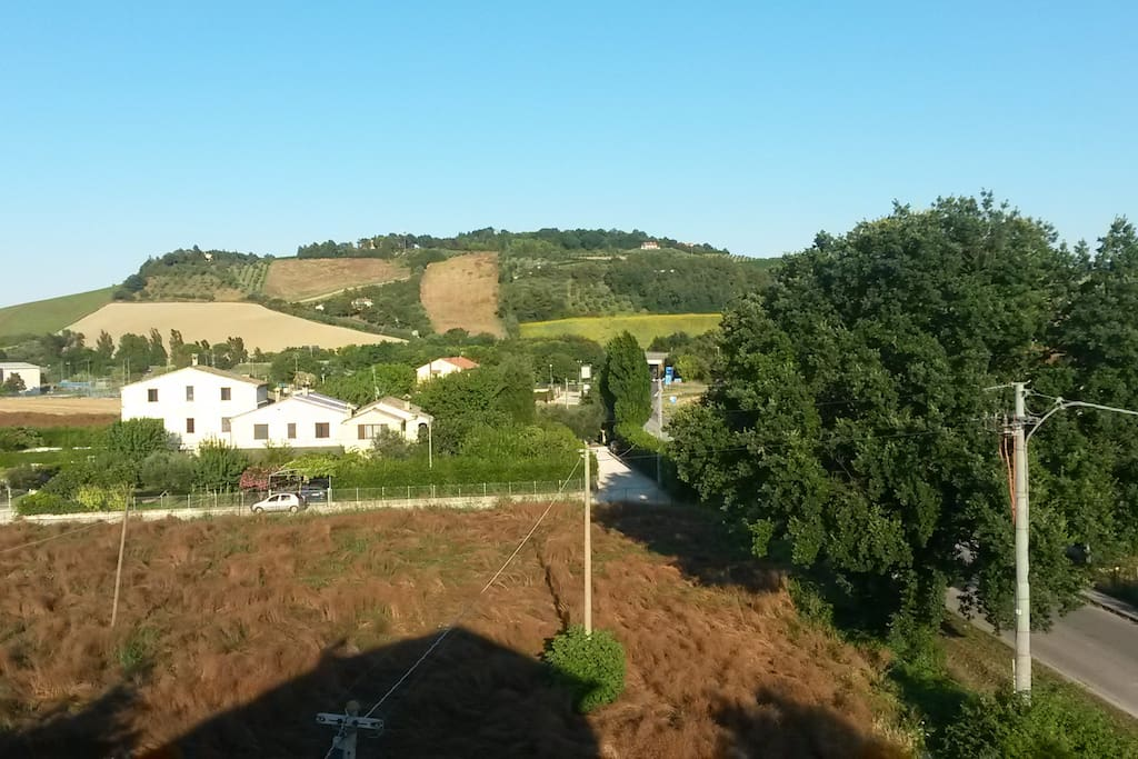 Vista colline marchigiane da cucina