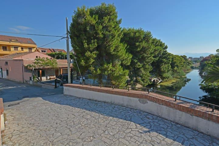 Accogliente mansarda con terrazzo - เมสซินา - บ้าน