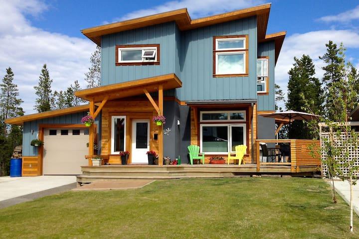 Spacious, modern, family home - Whitehorse - Huis