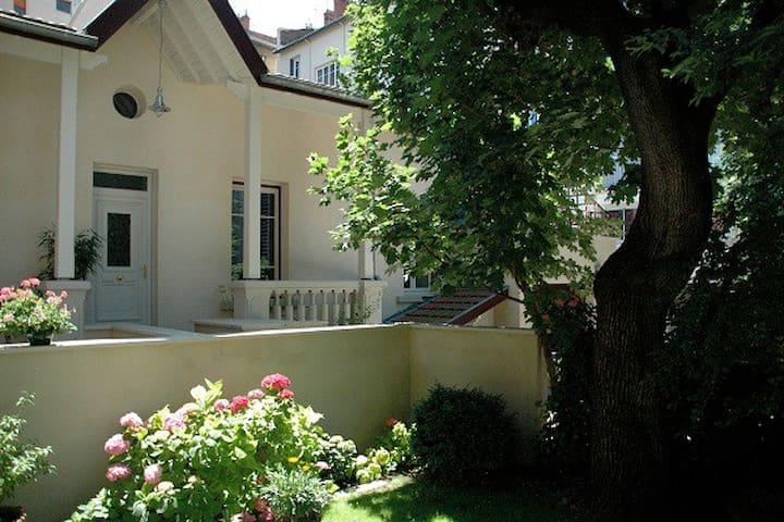 maisonnette à Monchat Hopitaux est - Lyon - House