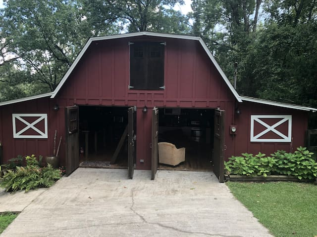 On a pretty day you can open up the Barn doors and enjoy the open air feeling!