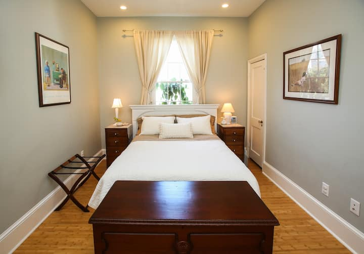 Ride The Streetcar To The French Quarter Guest Suites