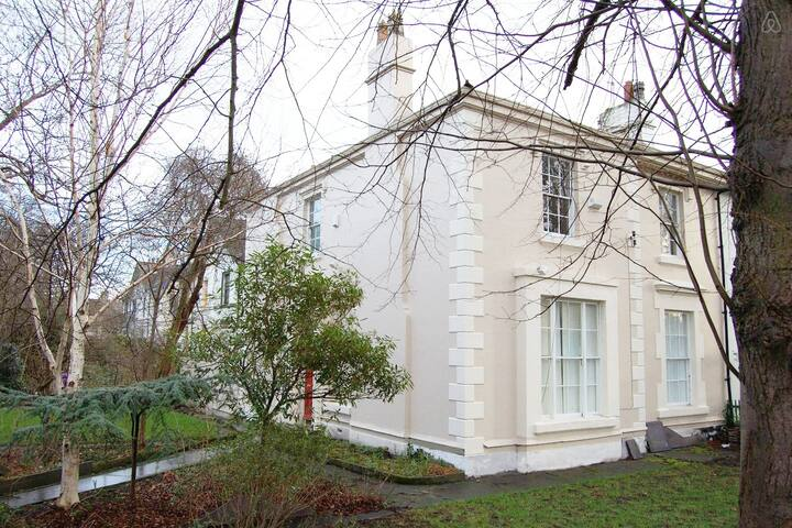 Huge 4 Bed Georgian House Sleeps 16+ Grt 4 Groups - Liverpool - House