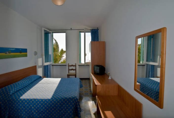 Sea view room with private bathroom and park - Deiva Marina - Muu