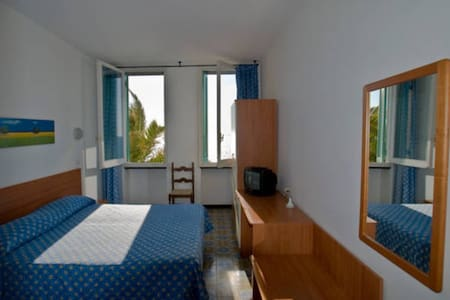 Sea view room with private bathroom and park - Deiva Marina