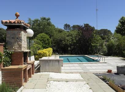 Casa con piscina privada, cerca de buenas playas - Tordera - Дом