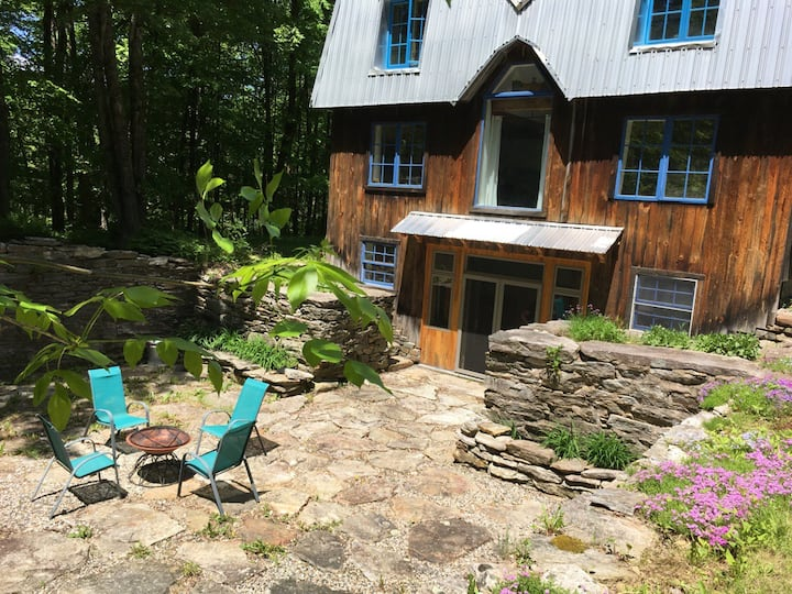 Courtyard  Apartment in the woods, near Amherst