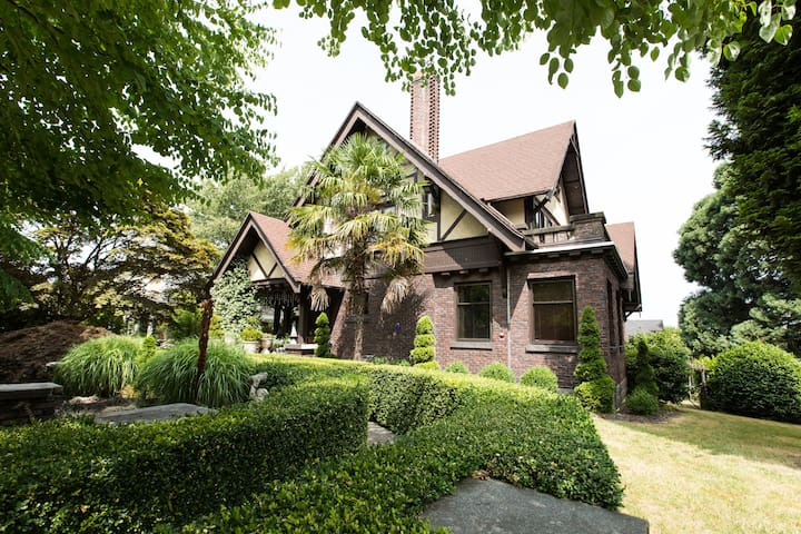 Vintage Historic Garden  Mansion on Capitol Hill