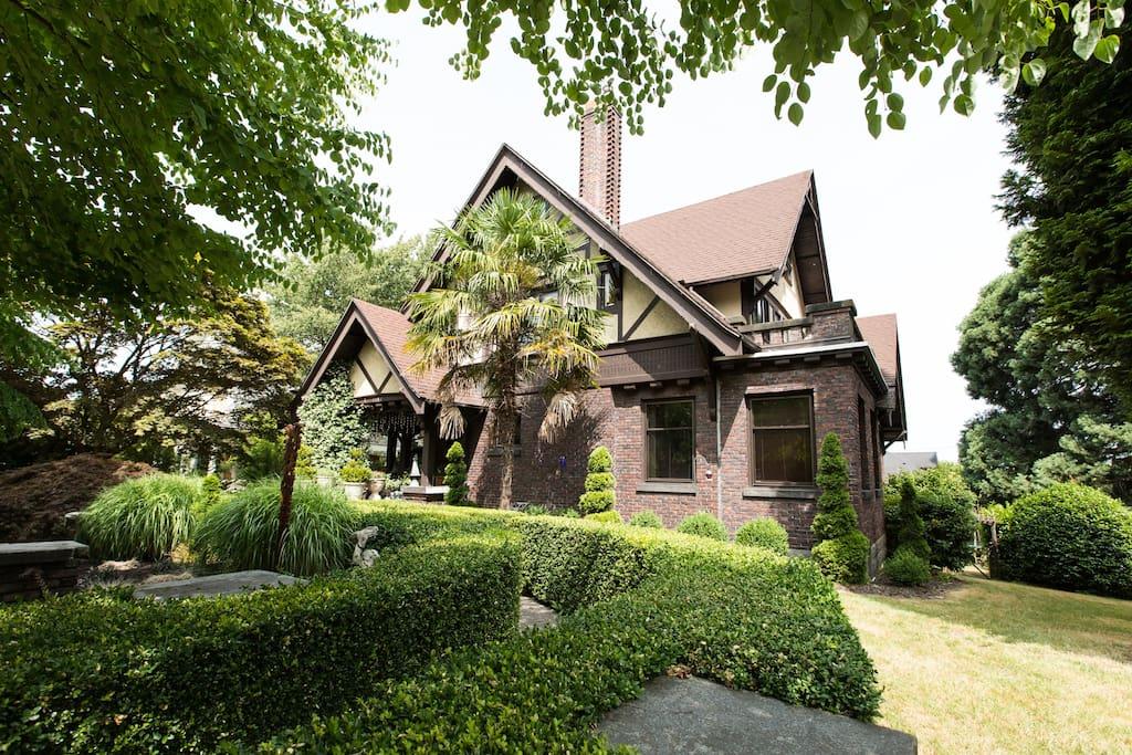 Vintage Historic Garden Mansion on Capitol Hill ...