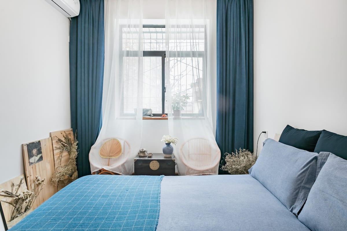 两室一厅民宿,适合家庭出游,充满自然与人文气息的原木风民宿,民街内钟鼓楼旁