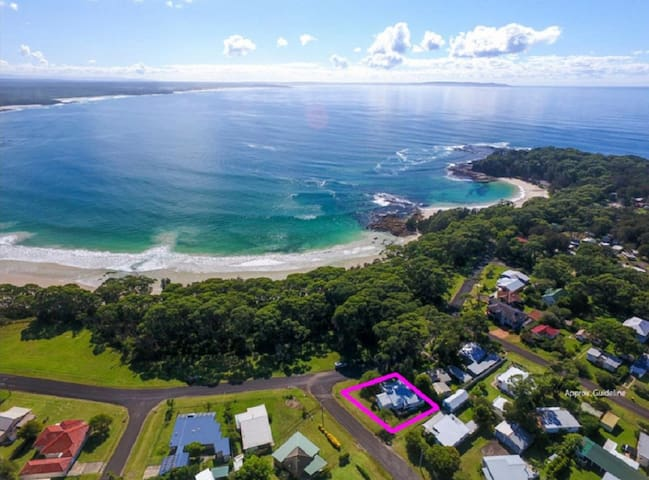 Bendalong Beachside is situated directly opposite Washerwomans Beach reserve.