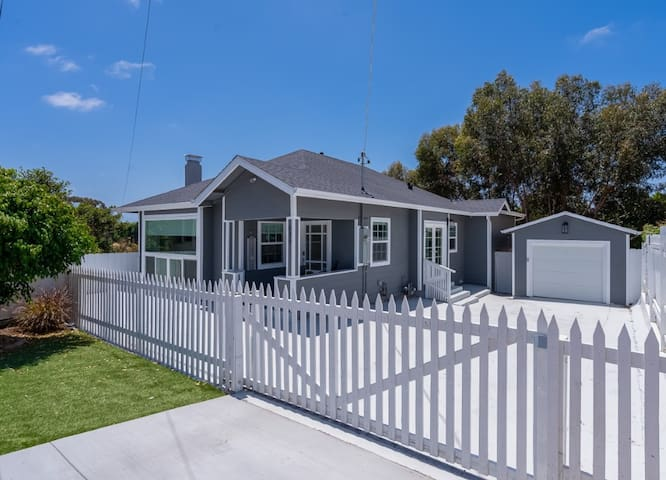 Fabulous New 4BR/3BA House in Mission Hills