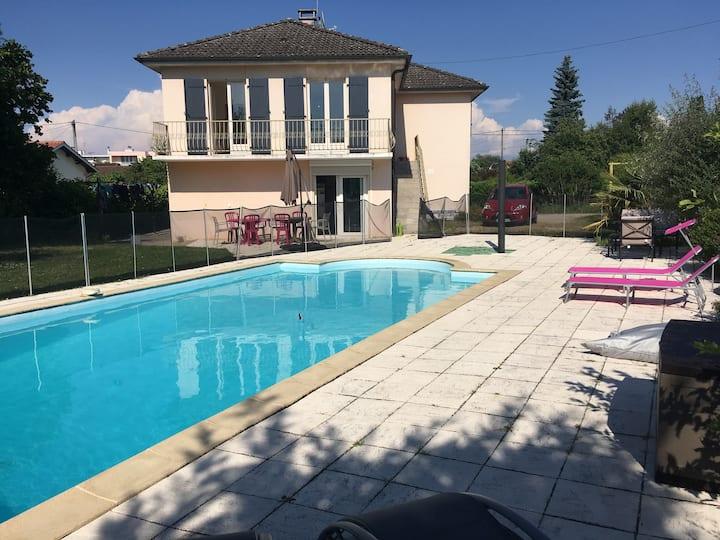 Maison + piscine - Bourg St Denis