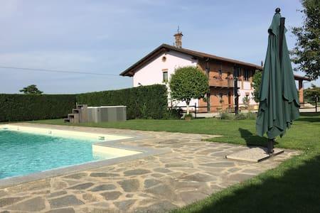 Ampia e comoda camera matrimoniale - Savigliano - Bed & Breakfast
