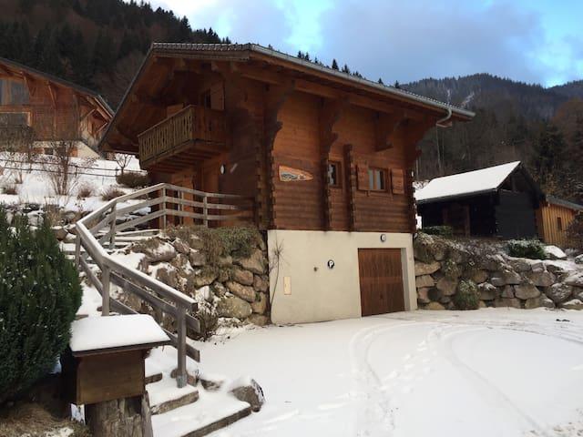 Lovely Traditonal Alpine Chalet - Essert-Romand - Chalet