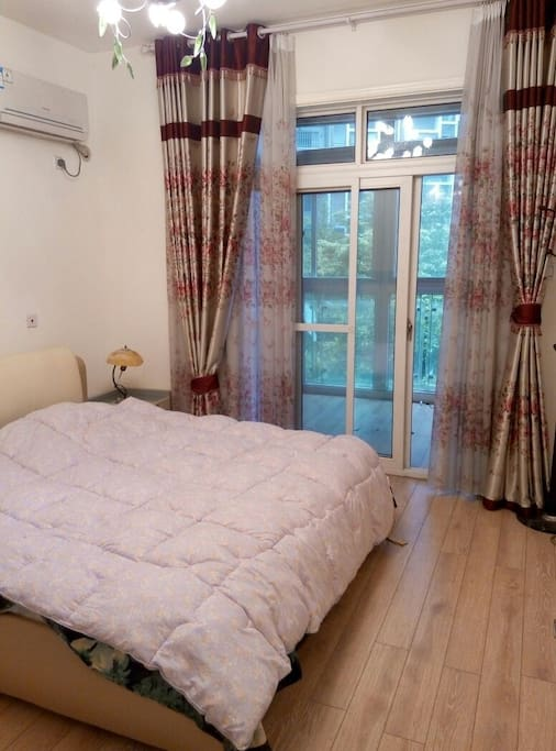 主卧;master bedroom