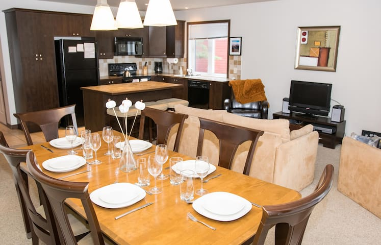 HOLIDAY HOUSE IN LUXURY RESIDENCE IN THE FAMOUS CITY OF MONT-TREMBLANT