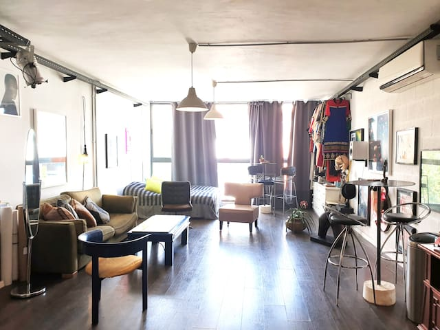 Artistic loft + 2 BIKES and Beautiful ROOFTOP