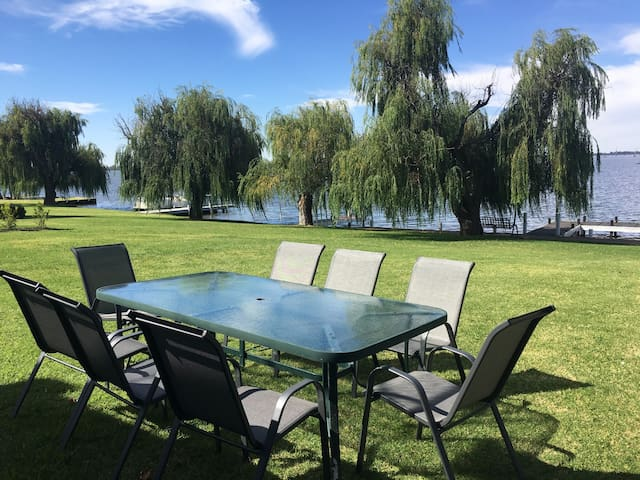 Woodlands Lakehouse On Lake Mulwala - Yarrawonga - Hus