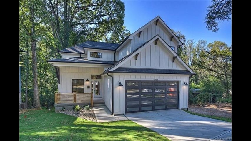 Charming new build 5 miles from Uptown, RNC