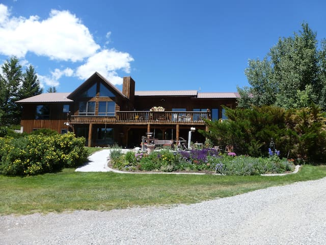 North Gateway to Yellowstone Park - Emigrant - Bed & Breakfast