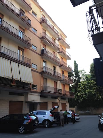 Accogliente appartamento per lavoro o per turismo