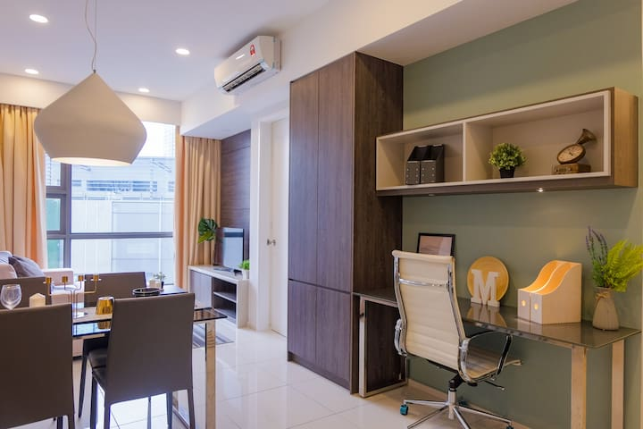 Brand New Deluxe 1BR Suite Near LRT City Center KL