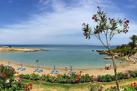 Stunning Sea View Room - Private Beach & Gardens - Paralimni