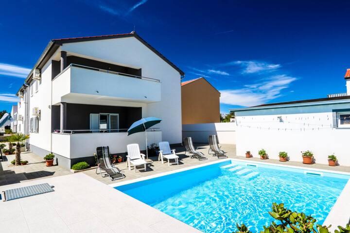 Villa Vesna ( apartment 1 with swimming pool)