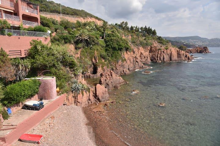 T2 front de mer pieds dans l'eau - Saint-Raphaël - Daire