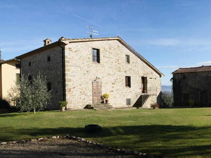 Apartment for 9 people, with kitchen and private garden, in Tuscany