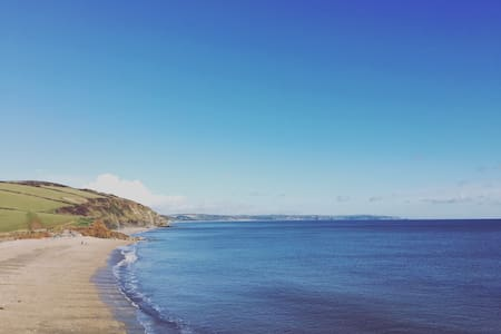 18thC Devon Cottage 5 mins from beach & seaviews