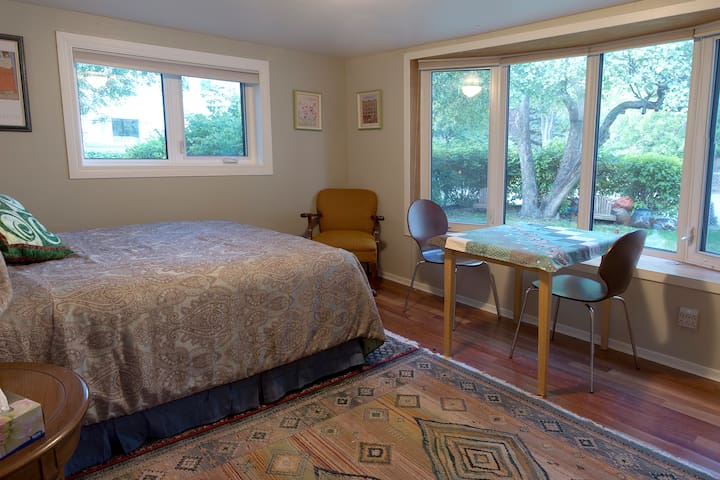 Lovely St. Boniface Private Suite - Winnipeg - Bed & Breakfast
