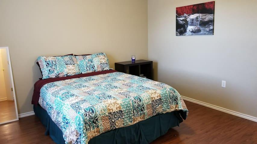 2 Bedroom next to Airport & COTA