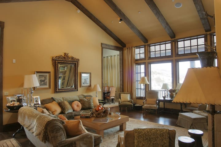 Enchanting Escape: Cordillera Villa w/ BBQ, DVD player, Access to Club (Golf, Indoor Pool, Spa, Daycare)