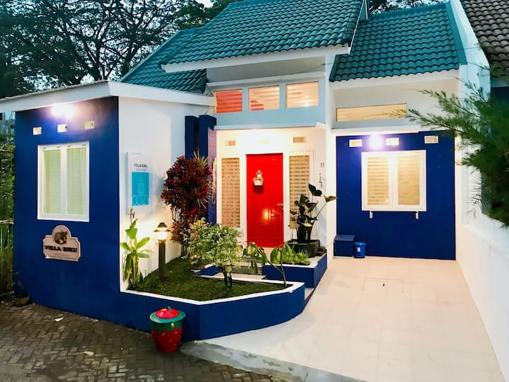 Villa Biru CozyStay, only a minute from Jatim Park